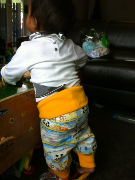 Babies pants with ribbed band and cuff